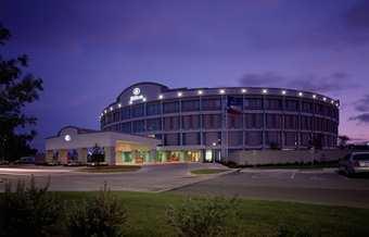 Hilton_Austin_Airport_dusk
